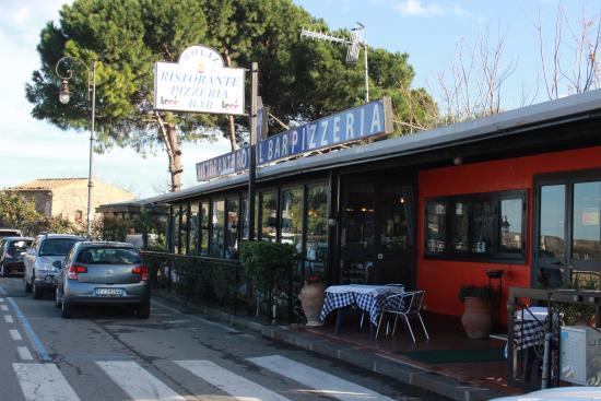 Royal Ristorante Pizzeria: Vista esterna del ristorante