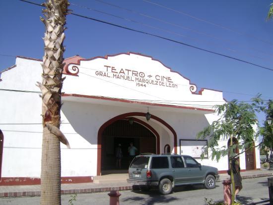 Teatro Marquez de Leon : Vista frontal do teatro