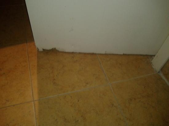 Hostal El Ciervo: Puerta del baño