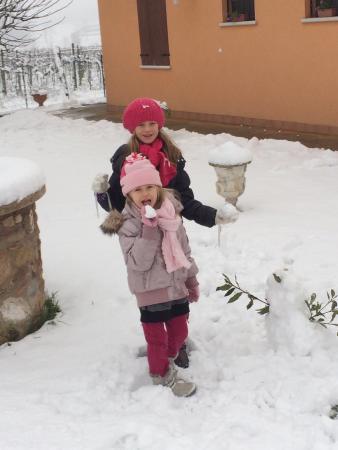 Buona la prima neve all'agriturismo Nuvolino!