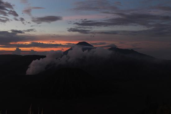 Bromo Cottages Hotel: Sonnenaufgang vom Plateau in 2.800 Meter Höhe