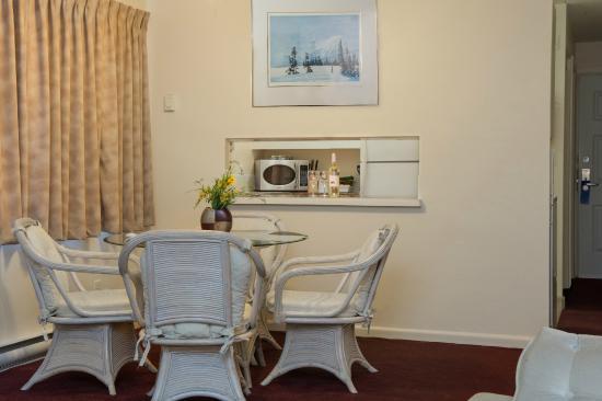 Scott's Inn and Restaurant - Kamloops: Deluxe One Bedroom Suite