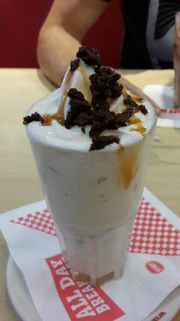 Wimpy: Brownie & salted caramel shake