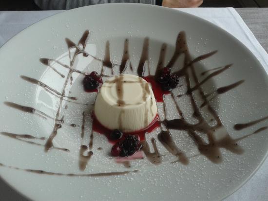 Parfait al cioccolato bianco e frutti di bosco - Picture of Le ...