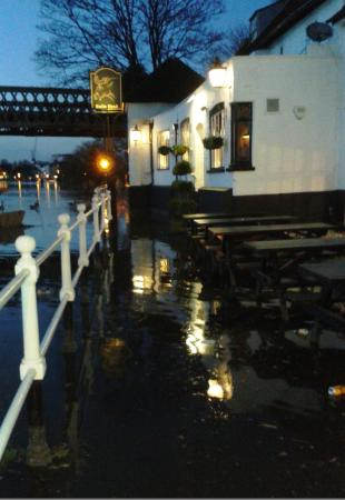 Bulls Head : You can usually enter from the towpath