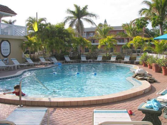 Tortuga Beach Resort: Relaxing pool