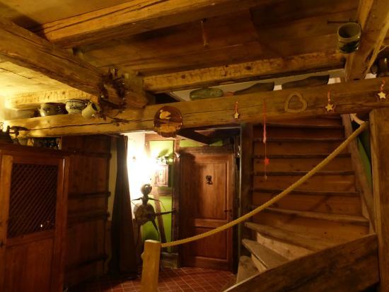 La Stoob : Entrada y escalera a las habitaciones de arriba
