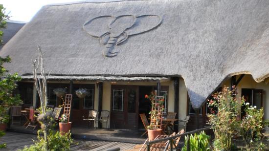 Elephants Footprint Lodge: Entren till Lodgen
