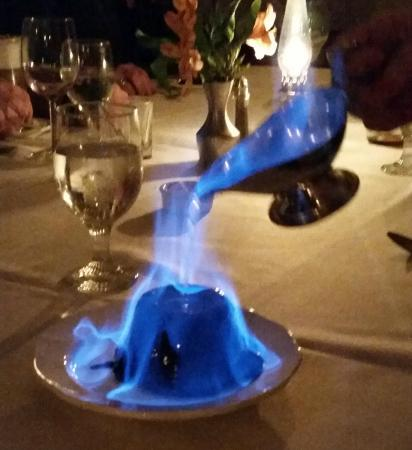 YE OLDE TAVERN: Dessert...Everyone should try Flambe!!!!