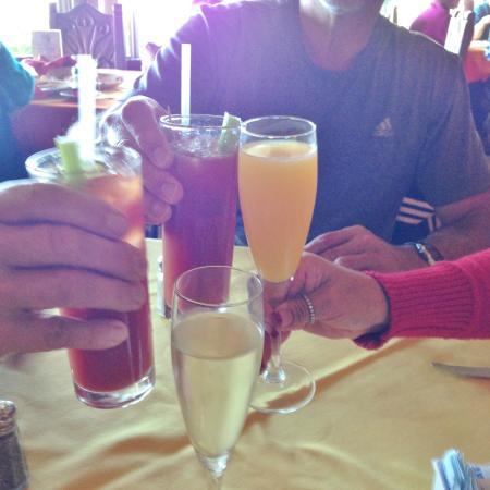 Rosarito Beach Hotel: Cheers!