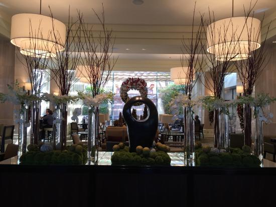The Westin South Coast Plaza: Festive Lobby