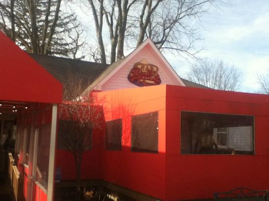 Bub's Cafe: Outside with a view of the covered patio