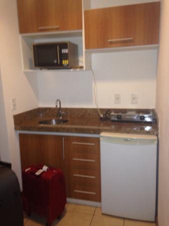 Mirador Praia Hotel: Área da cozinha do quarto