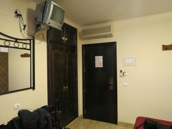 Hotel Las Rosas: Habitación.