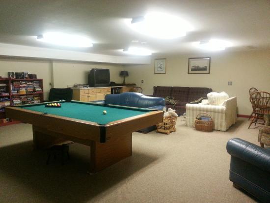 Yagna Inn: game room