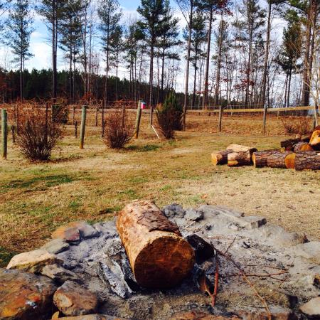 Overmountain Vineyards: Cozy fire pit on the property.