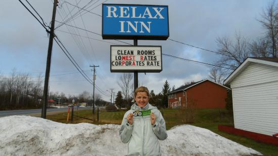 Relax Inn Collingwood: In front of the motel