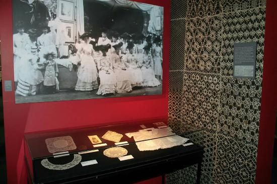 Limerick Museum: Great Lace display
