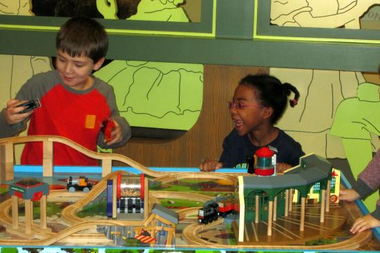 DiMenna Children's History Museum: Trains
