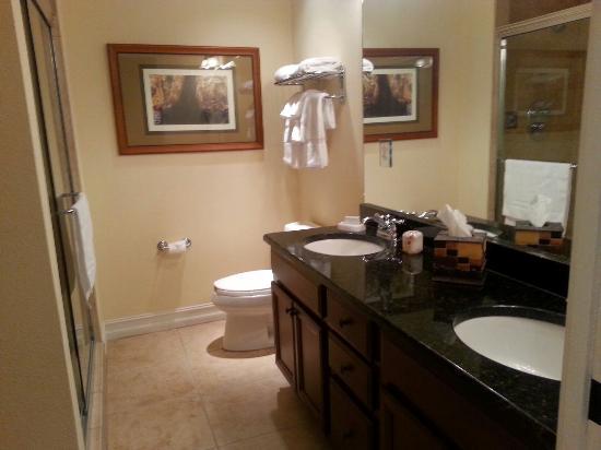 Emerald Greens Condo Resort : Banheiro