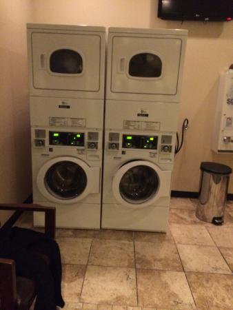 Best Western Executive Inn: laundry room