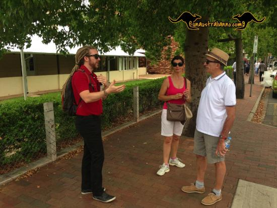 Nick and tourists picture of alice springs visitor information centre alice springs tripadvisor - Alice springs tourist office ...