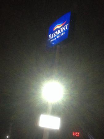 Baymont Inn & Suites Easley/Greenville : Sign outside