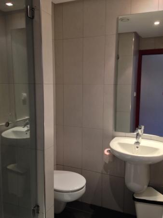 Manzil Hotel : Bathroom, small but clean and new