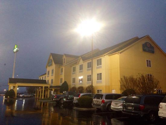 La Quinta Inn & Suites Cookeville: Outside