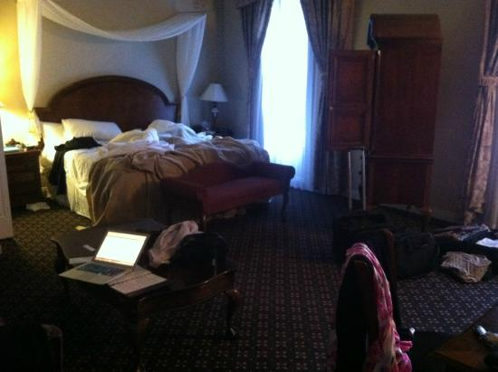 Peery Hotel: the bed