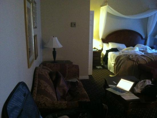 Peery Hotel: left of the bed