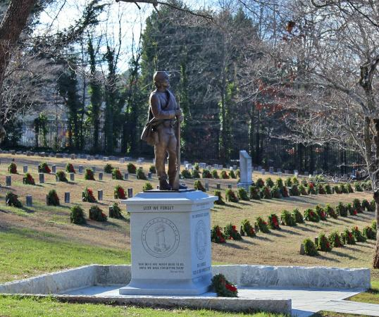 Marietta Confederate Cemetery : Confederate statue with grave markers and wreaths in background