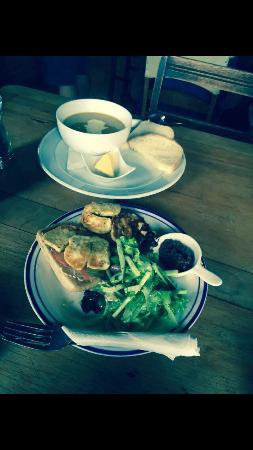 The Courthouse Cafe: Lovely light lunch!