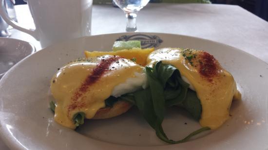 Patisserie Amie: Eggs Benedict!