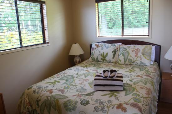 Sea Breeze Lodge: Dogwood's Master Bedroom