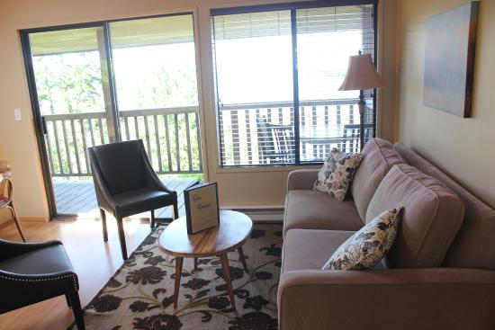 Sea Breeze Lodge: Crows Nest's Living Room