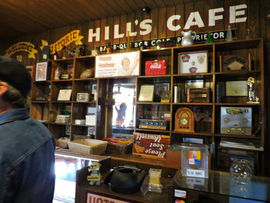 Hill's Cafe: Lots to look at