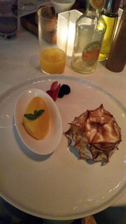 Fabios: Меренга с манговым сорбетом