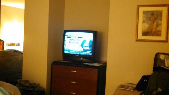 Comfort Inn & Suites Sea-Tac Airport : Old Tube TV