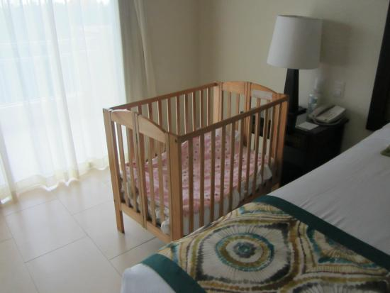 Memories Splash Punta Cana: Baby crib provided