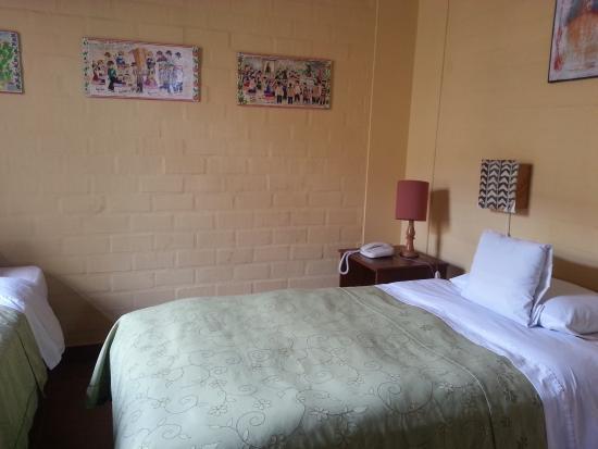 Casa de Baraybar: Quarto espaçoso, confortável, mas pouco iluminado