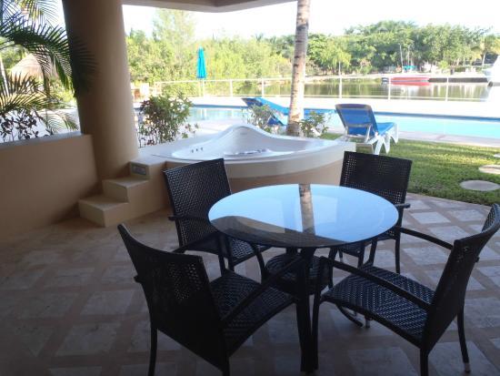 Porto Bello Private Residence Club: patio area