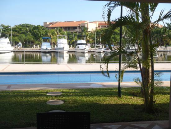 Porto Bello Private Residence Club: pool view from patio