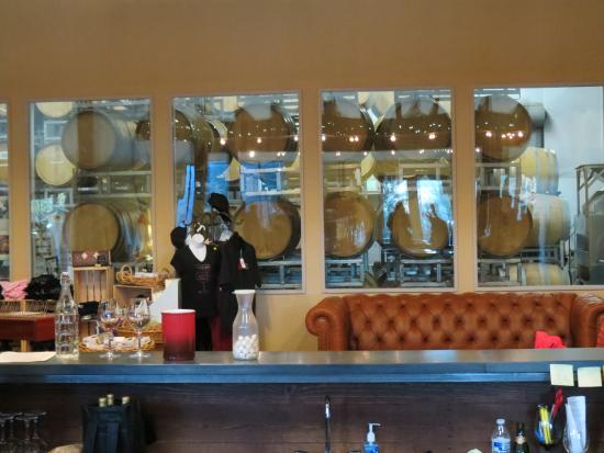 Milagro Farm Vineyards and Winery: Tasting Room