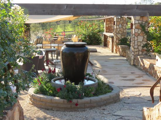Vineyard Grant James : patio tasting area in winter