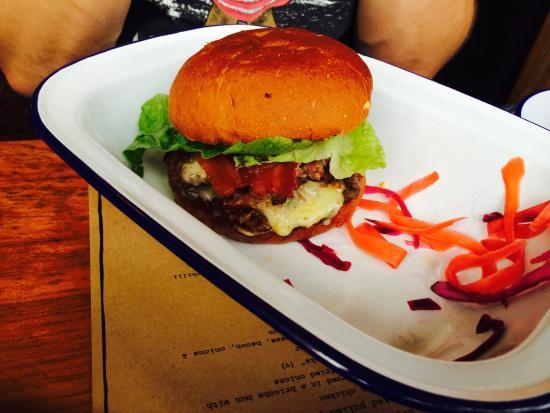 The Smokehouse: Burger with pulled pork @ smokehouse