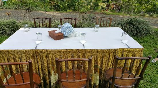Kaliandra Eco Resort & Farm : Breakfast at garden