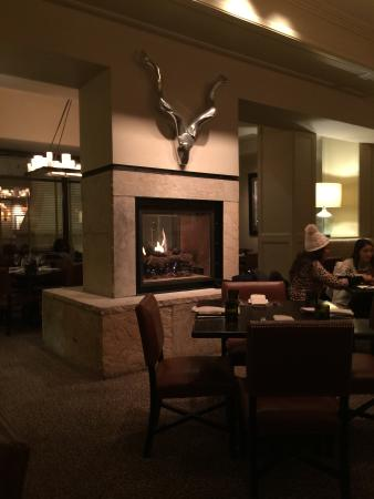 8100 Mountainside Bar & Grill : Fire Place