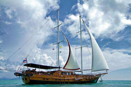 Boutique Yachting - Day Cruises & Private Charters