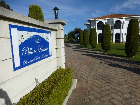 The Pillars Retreat : Entry